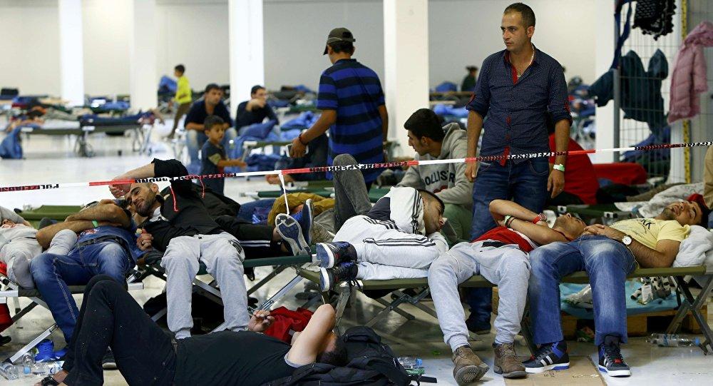 """Migranti, """"chi li teme non è razzista"""", dice il Papa inglese04"""