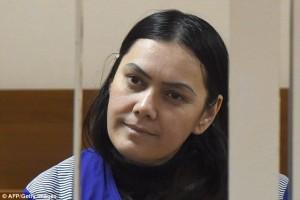 Mosca, tata decapita bambina: sorride davanti a fotografi...