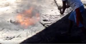 YOUTUBE Filippine, il fuoco esce dalla terra