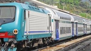 Monza, aggredisce un 15enne con il machete su un treno