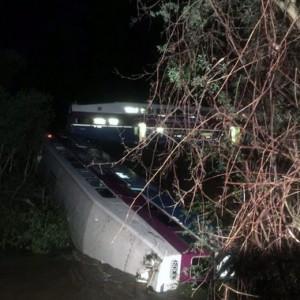 YOUTUBE California: treno pendolari in acqua: 14 feriti FOTO