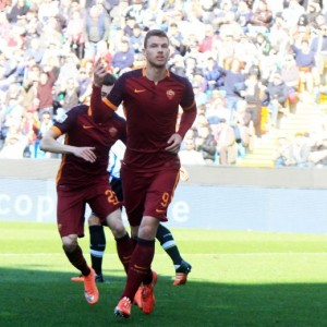 Udinese-Roma, Dzeko esulta dopo gol (foto Ansa)