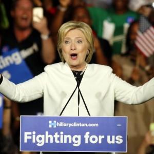 Guarda la versione ingrandita di Hillary Clinton e Donald Trump dominano Super Tuesday