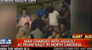Dà pugno a ragazzo di colore al comizio pro-Trump