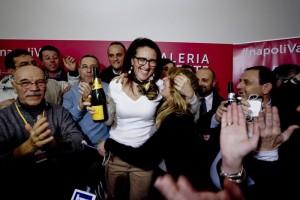 Primarie Pd Napoli FOTO A noi champagne francese a voi...