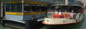 Venezia, conducente di battello ha malore. Ma il marinaio...