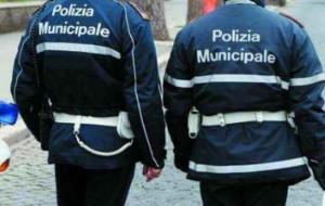 """Salerno, vigili in fuga da strada: """"Malato, sto in ufficio"""""""