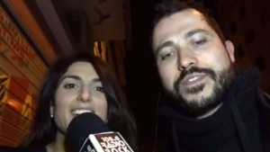 YOUTUBE Virginia Raggi (M5s) canta Gaber: karaoke Radio Rock