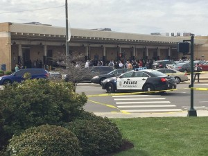 Guarda la versione ingrandita di Usa, sparatoria ad una stazione di bus in Virginia: morti