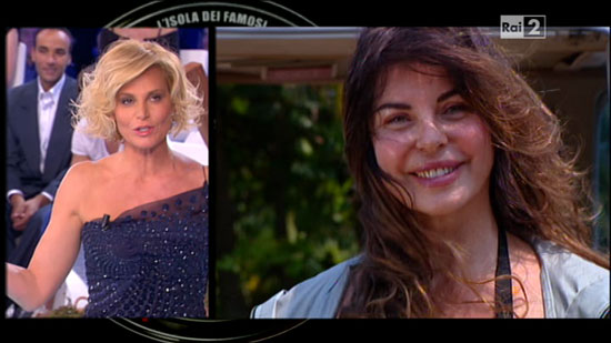 """Alba Parietti a Simona Ventura: """"Eri regina, con l'Isola..."""""""