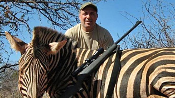 Hristo Stoichkov cacciatore, foto con zebra morta: è bufera3