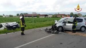 Guarda la versione ingrandita di Vicenza, incidente: mamma incastrata tra lamiere, 4 feriti
