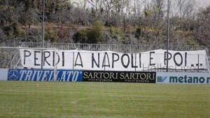 Guarda la versione ingrandita di Tifosi Verona minacciano squadra: