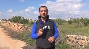 YOUTUBE Reporter colpito da schegge granata in diretta tv 01