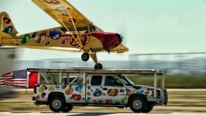 Aereo atterra su pick-up in movimento 2