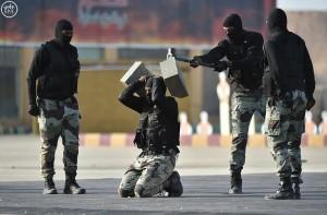 Guarda la versione ingrandita di Arabia Saudita, esercitazioni forze speciali: mitra, bombe..