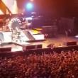 Axl Rose ha la gamba rotta: a Las Vegas canta seduto4