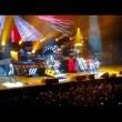 Axl Rose ha la gamba rotta: a Las Vegas canta seduto3