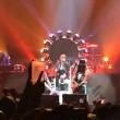 Axl Rose ha la gamba rotta: a Las Vegas canta seduto2