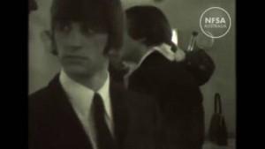 YOUTUBE Beatles scherzano nei camerini: VIDEO inedito 1965
