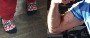 Bimbo preso in giro per i suoi calzini: Twitter si mobilita