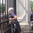 Buckingham Palace: schiaffo a guardia