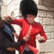 Buckingham Palace: schiaffo a guardia8