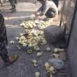 Cina, ubriachi pestano panini ad ambulante senza motivo 2