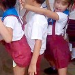 Cuba, bambini ballano twerking a scuola2