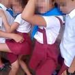 Cuba, bambini ballano twerking a scuola