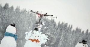 Drone con motosega per decapitare pupazzo di neve4