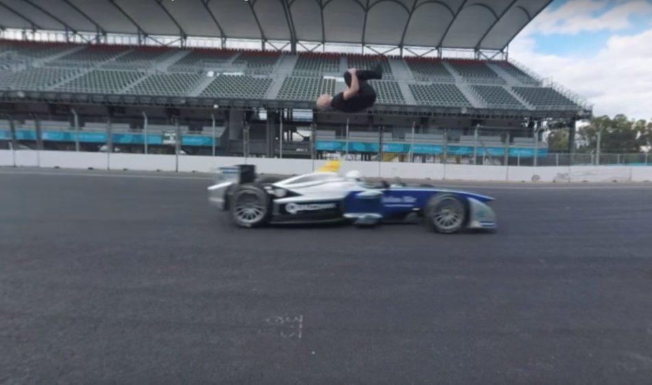 Salto mortale di spalle in pista su auto da corsa 5