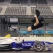 YOUTUBE Salto mortale di spalle in pista su auto da corsa 3