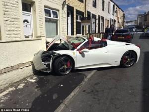 Ferrari affittata per matrimonio: sposa accelera2