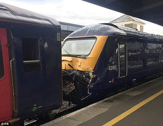Gb, scontro tra treni in stazione: 18 feriti 4