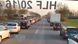 Germania civilissima: ambulanza passa, le auto2