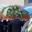 Gianroberto Casaleggio, folla e applausi ai funerali