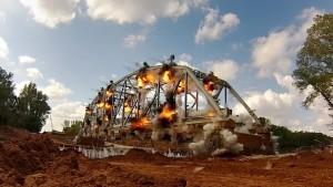 Ponte giù con 600 kg di esplosivo: VIDEO slow motion3