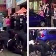 Impiegati cinesi costretti a strisciare in strada