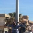 """Isis crocifigge otto """"infedeli"""" a Raqqa"""