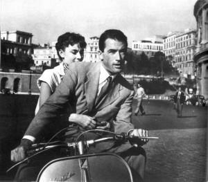 """Vespa, il """"mito"""" a due ruote compie 70 anni FOTO"""