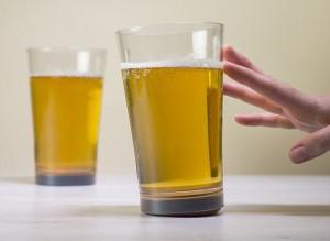 La ventosa per bicchiere che non fa cadere la birra FOTO3