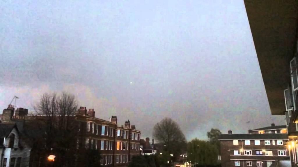 Londra, fulmine colpisce aereo passeggeri3
