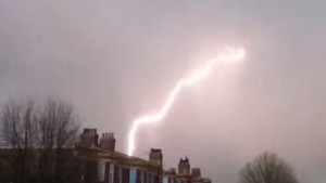 Londra, fulmine colpisce aereo passeggeri