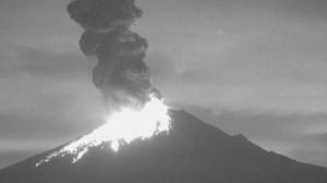 Messico, eruzione esplosiva vulcano Popocatepetl3