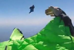 Paracadutista sviene: schiena fratturata paralizzato2