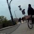 Polonia: scippano studentessa, ciclista le stende2