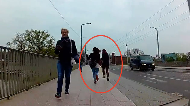 Polonia: scippano studentessa, ciclista le stende8