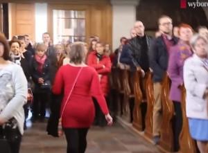 Guarda la versione ingrandita di VIDEO Prete contro aborto, fedeli lasciano chiesa a Varsavia