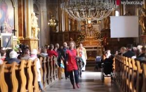 Prete contro aborto, fedeli lasciano chiesa a Varsavia